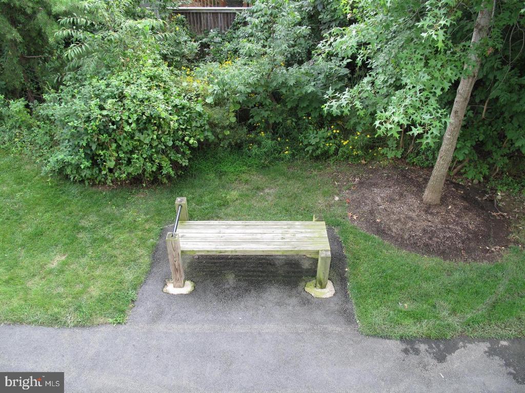 Backside sitting area - 23106 BLACKTHORN SQ, STERLING