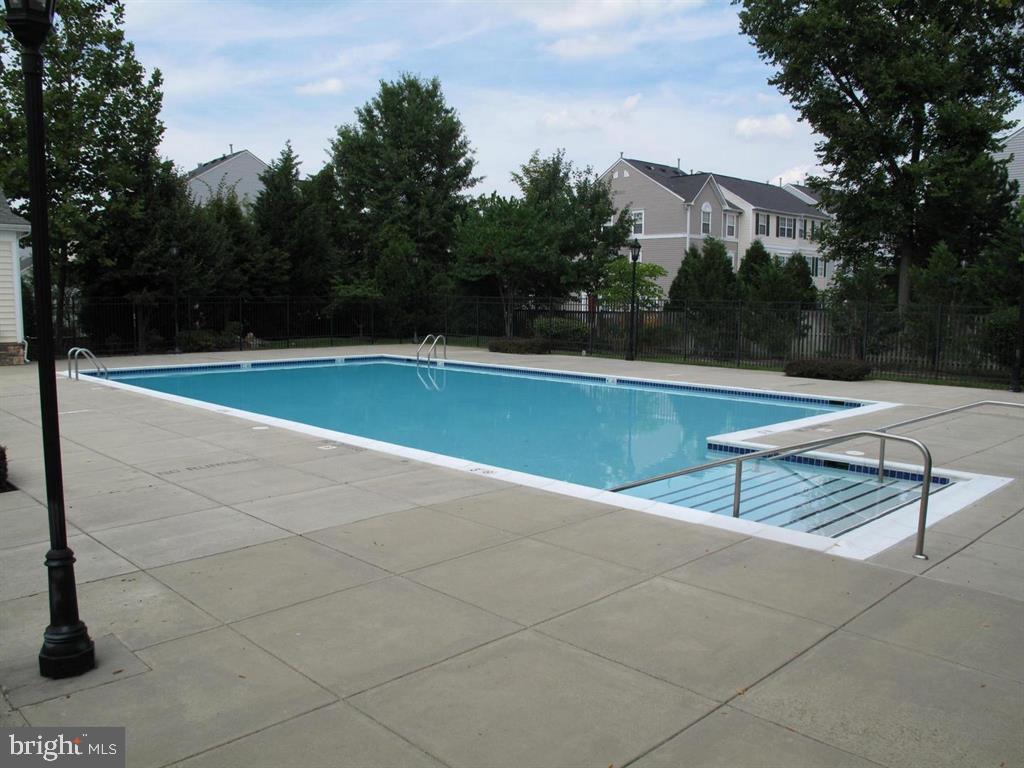 Community Swimming pool - 23106 BLACKTHORN SQ, STERLING