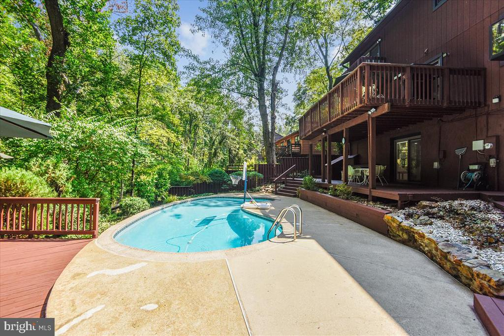 View of lower level decking and pool - view 5 - 10722 CROSS SCHOOL RD, RESTON