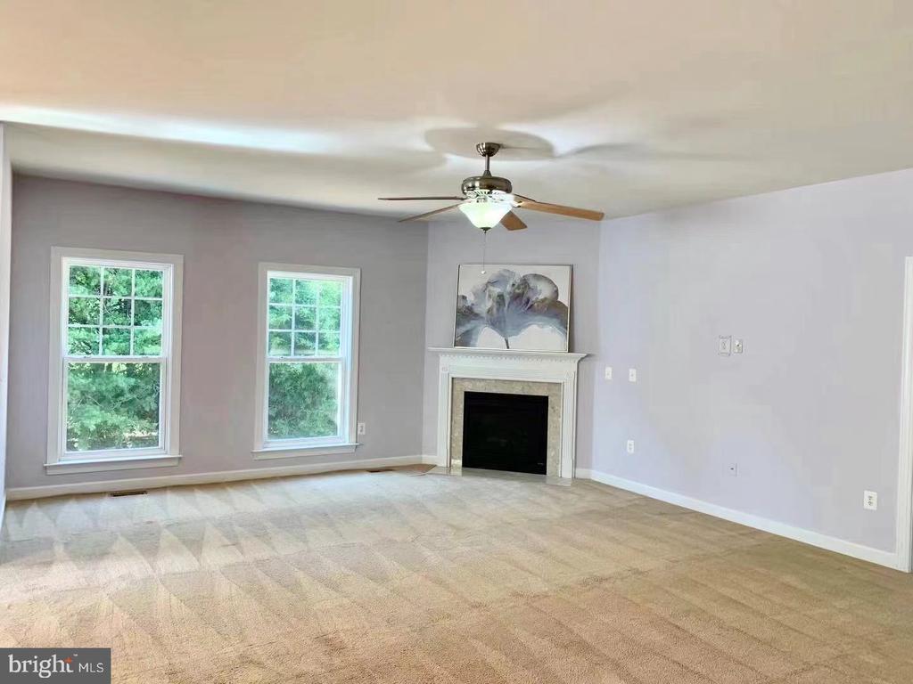 Living room - 18494 QUANTICO GATEWAY DR, TRIANGLE