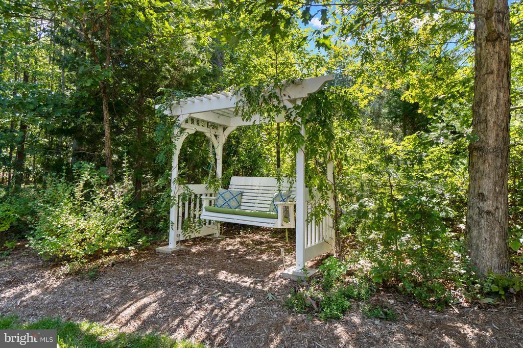 Arbor Swing for the Quiet Moments - 11201 BLUFFS VW, SPOTSYLVANIA