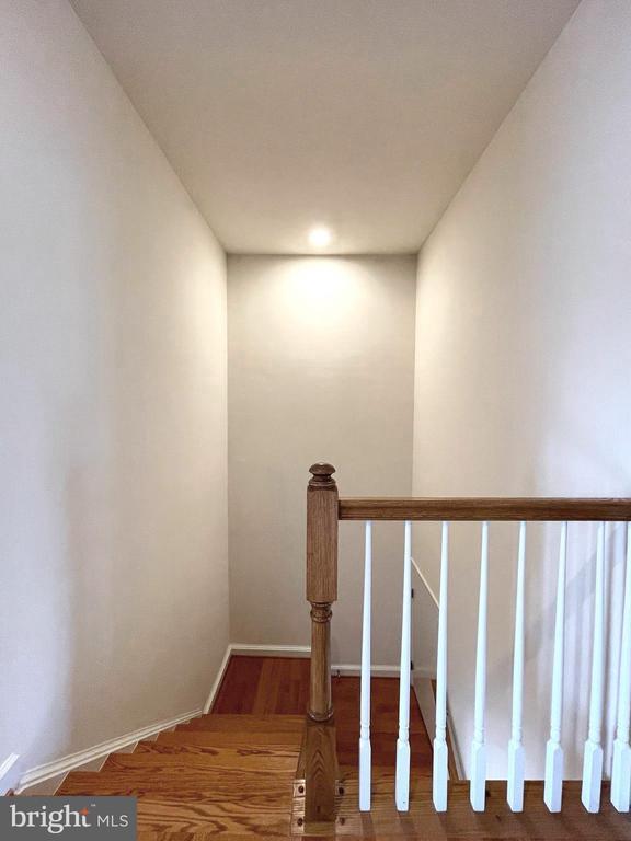 Upper level foyer - 42603 OFFENHAM TER, CHANTILLY