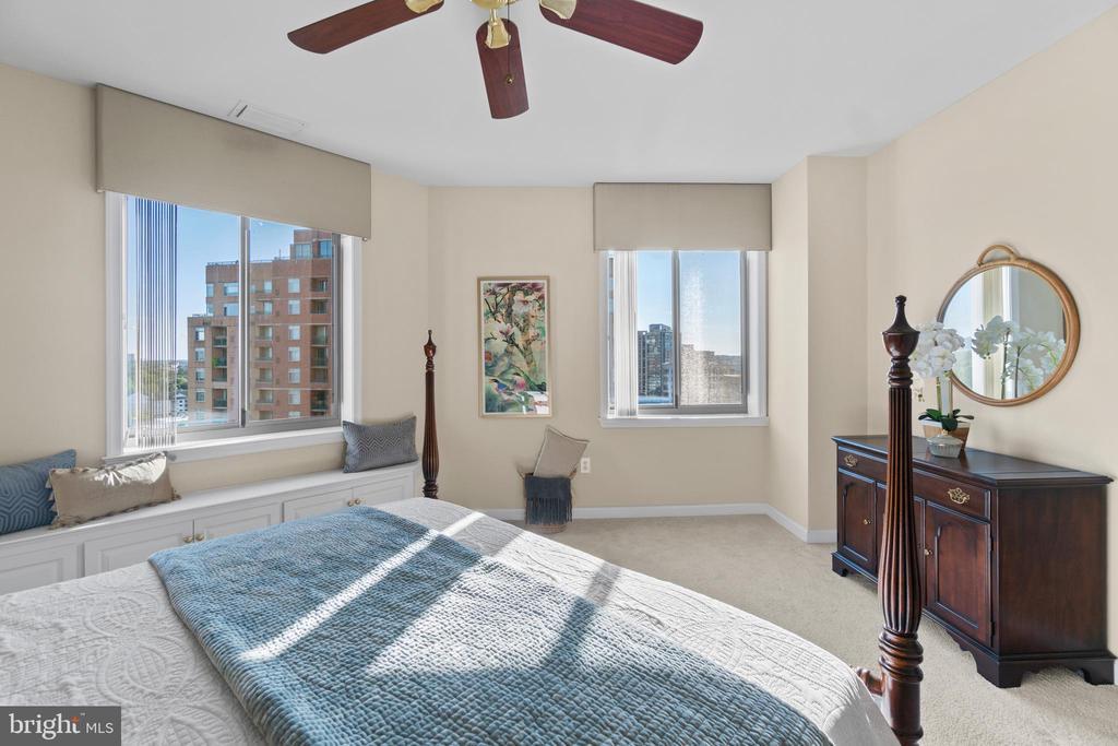 Two large windows - ample sunlight - 901 N MONROE ST #1501, ARLINGTON