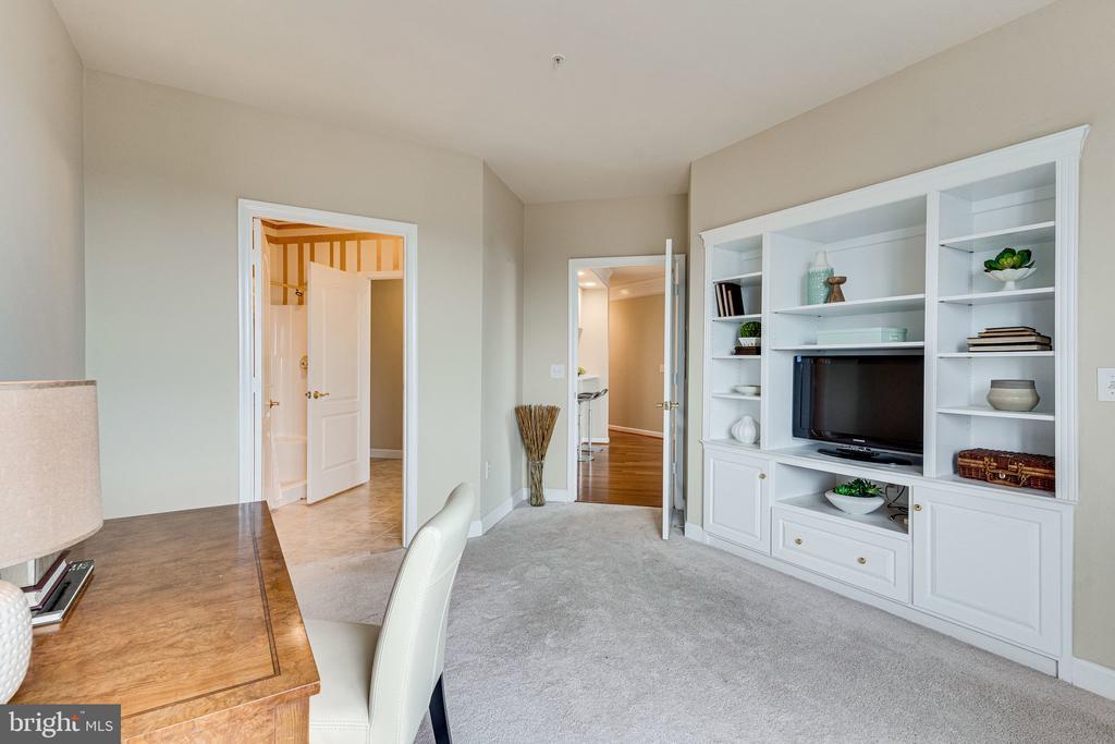 Attached bathroom - 901 N MONROE ST #1501, ARLINGTON