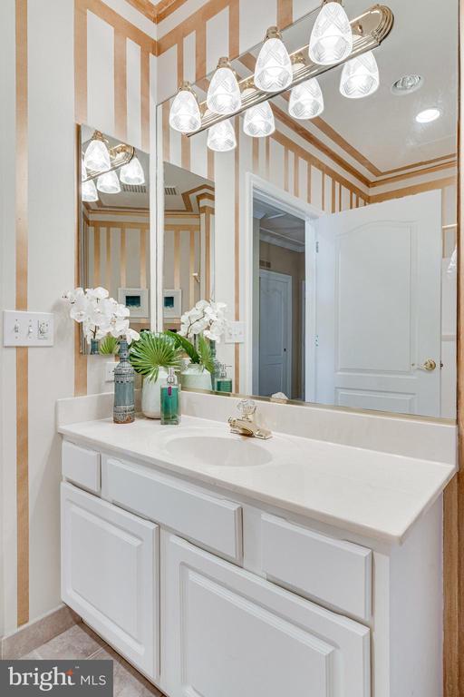 2nd Bathroom - 901 N MONROE ST #1501, ARLINGTON