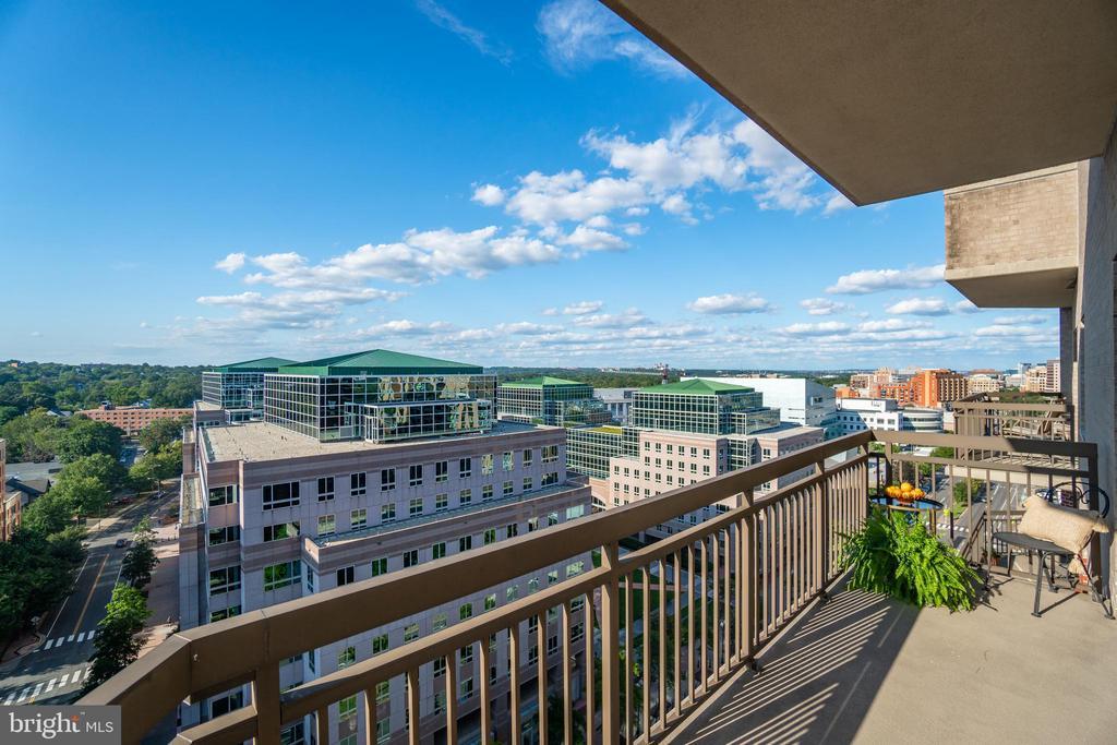 Panoramic views sweeping from DC... - 901 N MONROE ST #1501, ARLINGTON