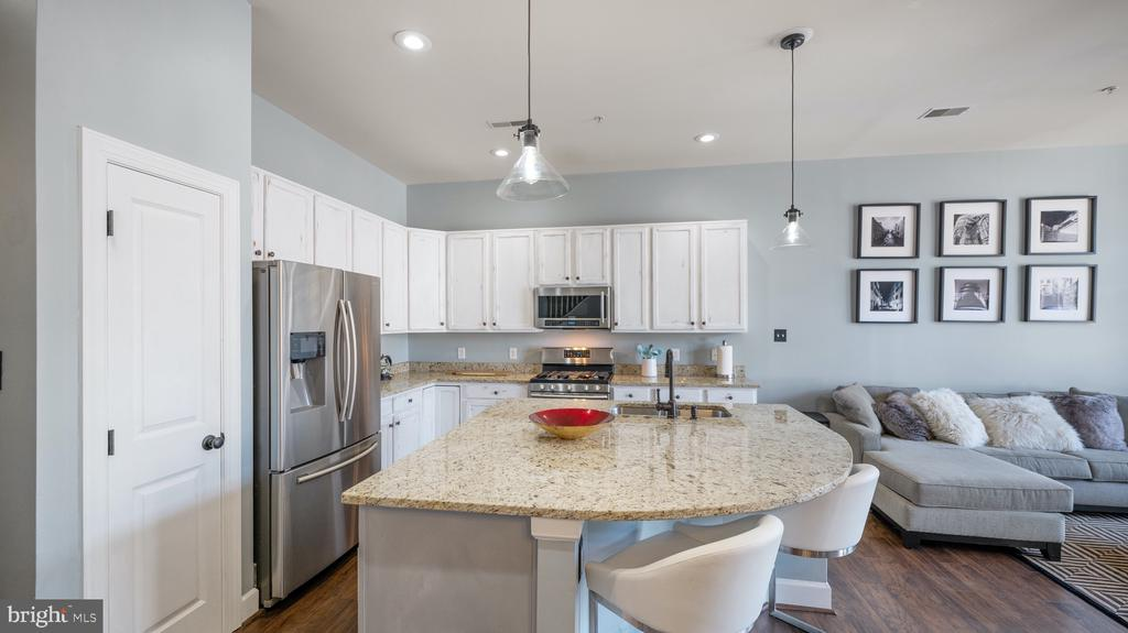 Gorgeous granite counters and SS appliances - 12712 PIEDMONT TRAIL RD, CLARKSBURG