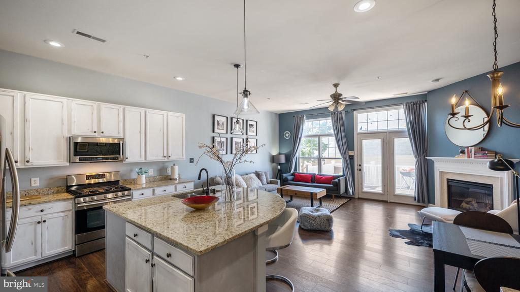 Kitchen opens into family room - 12712 PIEDMONT TRAIL RD, CLARKSBURG