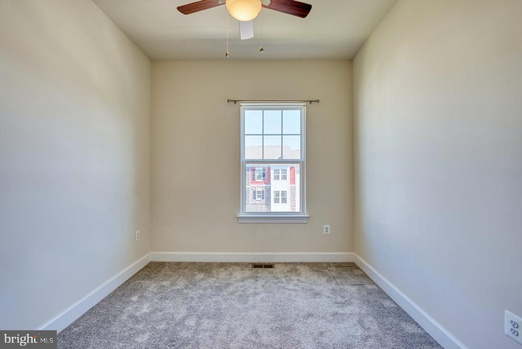 second bedroom on upper level - 15281 CARTERSVILLE CT, HAYMARKET
