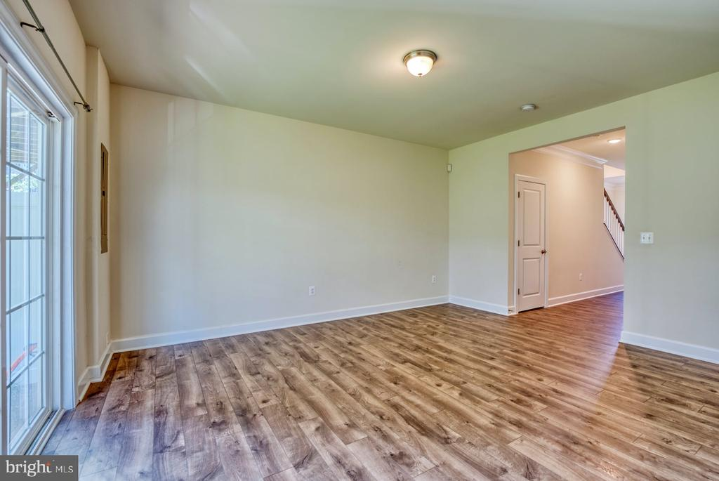 Walk-out and garage access - 15281 CARTERSVILLE CT, HAYMARKET