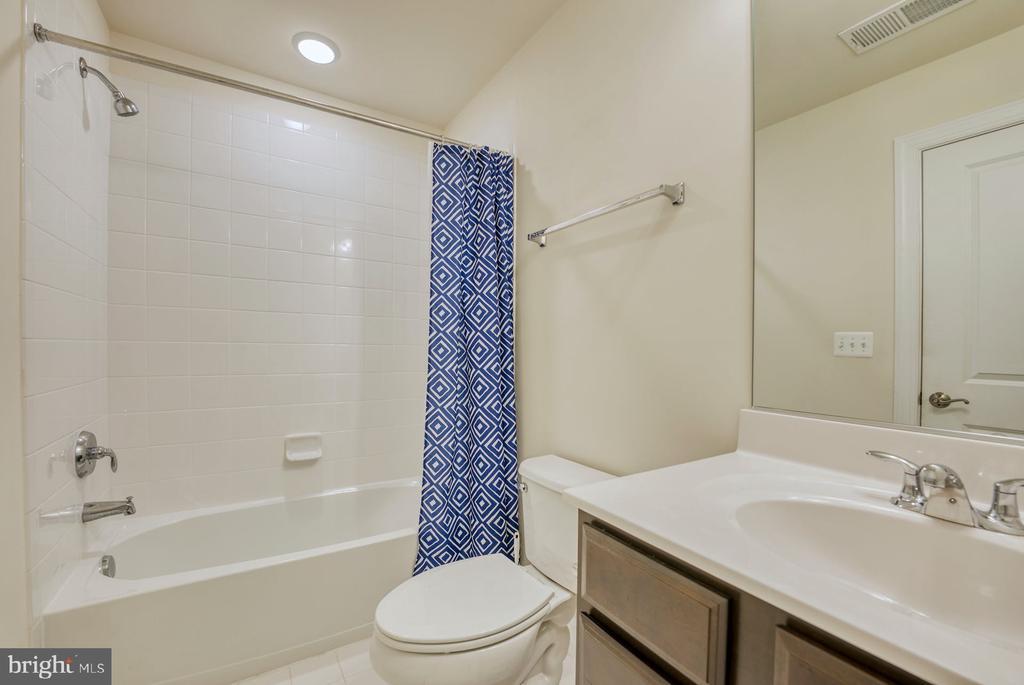 full bath on lower level - 15281 CARTERSVILLE CT, HAYMARKET