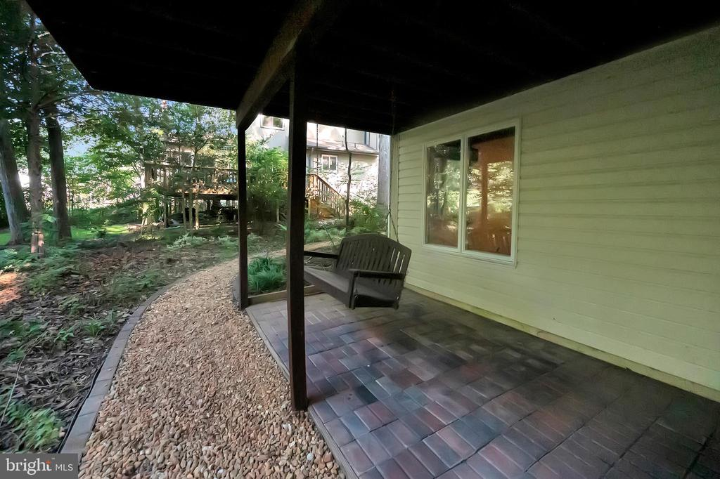 Perfect spot to read a book and swing - 110 CUMBERLAND CIR, LOCUST GROVE