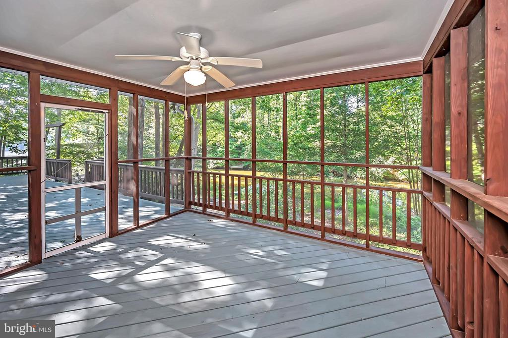 Enjoy the water views from your screened porch - 110 CUMBERLAND CIR, LOCUST GROVE