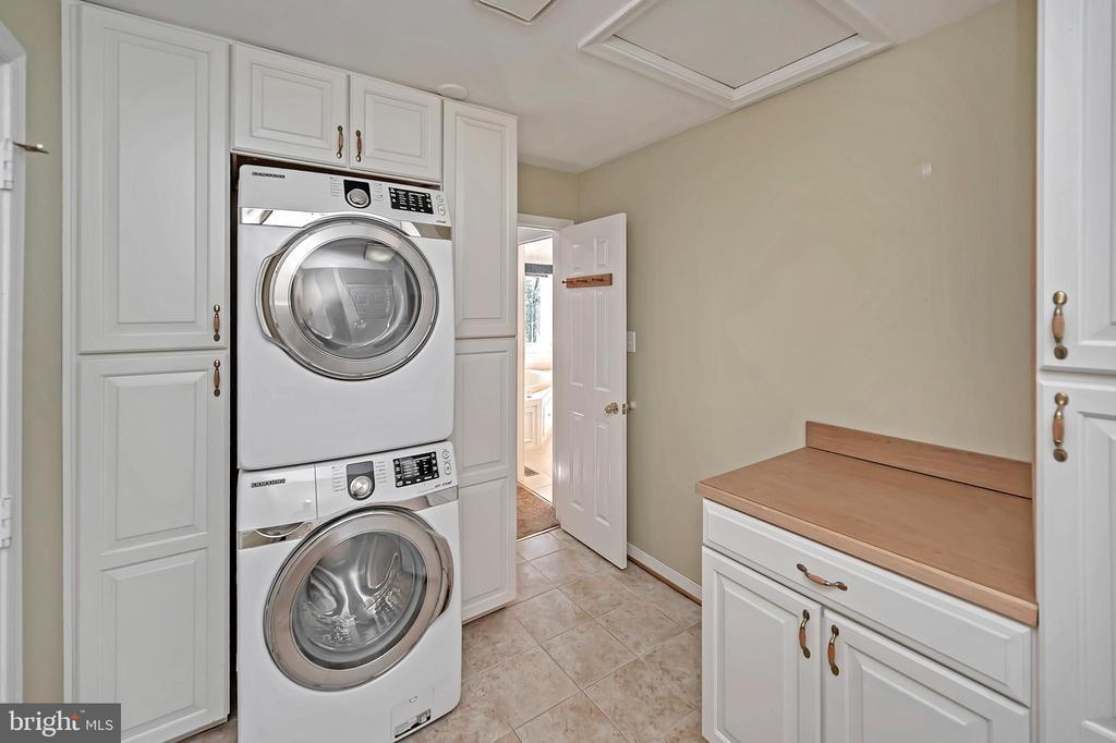 Laundry room is on main level - 110 CUMBERLAND CIR, LOCUST GROVE