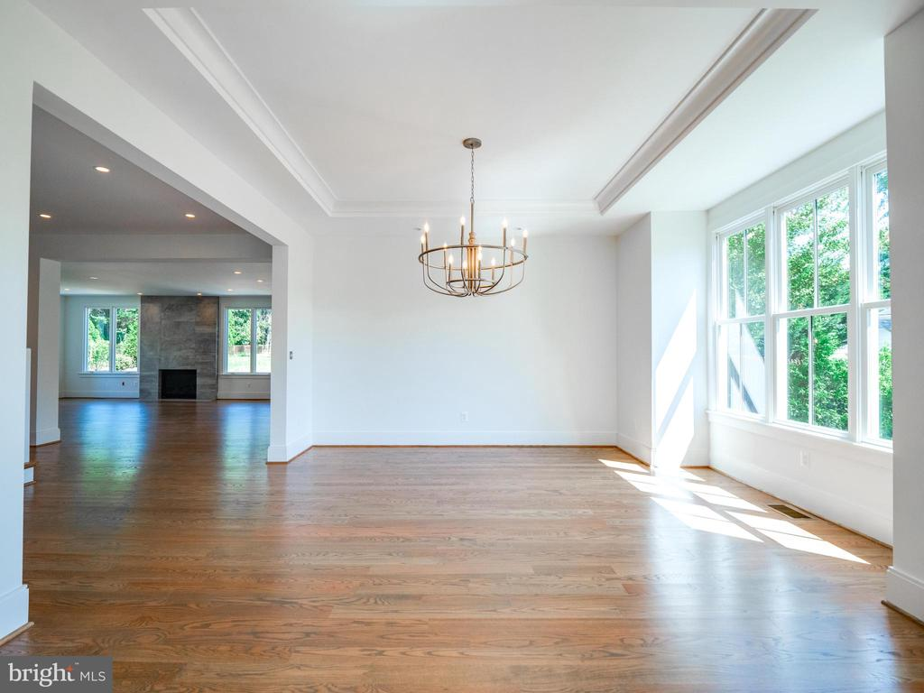 Closer look at  the dining room - 635 FREDERICK ST SW, VIENNA