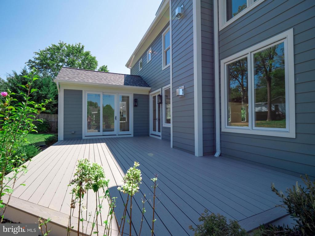 Another view of the deck - 635 FREDERICK ST SW, VIENNA