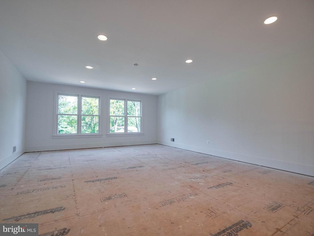 4th level loft... ready for your finishing touch - 635 FREDERICK ST SW, VIENNA