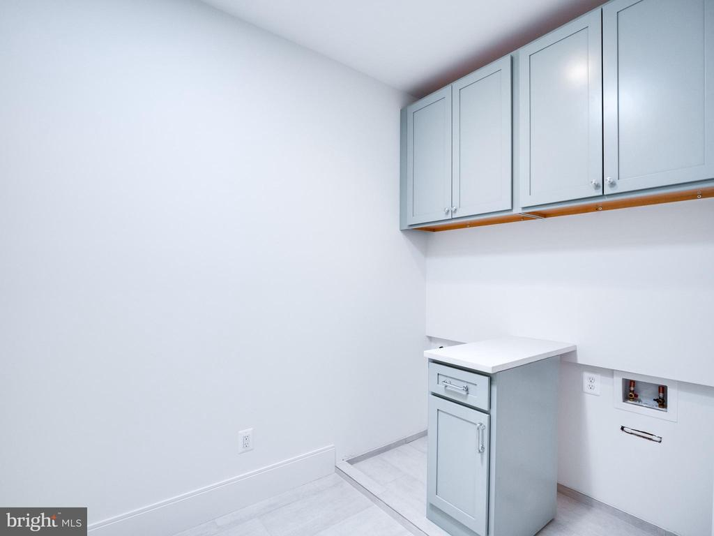 Upper level laundry  WASHER AND DRYER IN PLACE - 635 FREDERICK ST SW, VIENNA