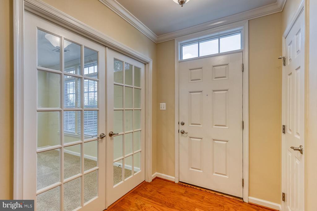 Hardwood foyer entrance - 2285 MERSEYSIDE DR, WOODBRIDGE