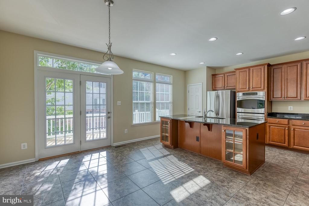 Enter the kitchen and dining area! - 2285 MERSEYSIDE DR, WOODBRIDGE