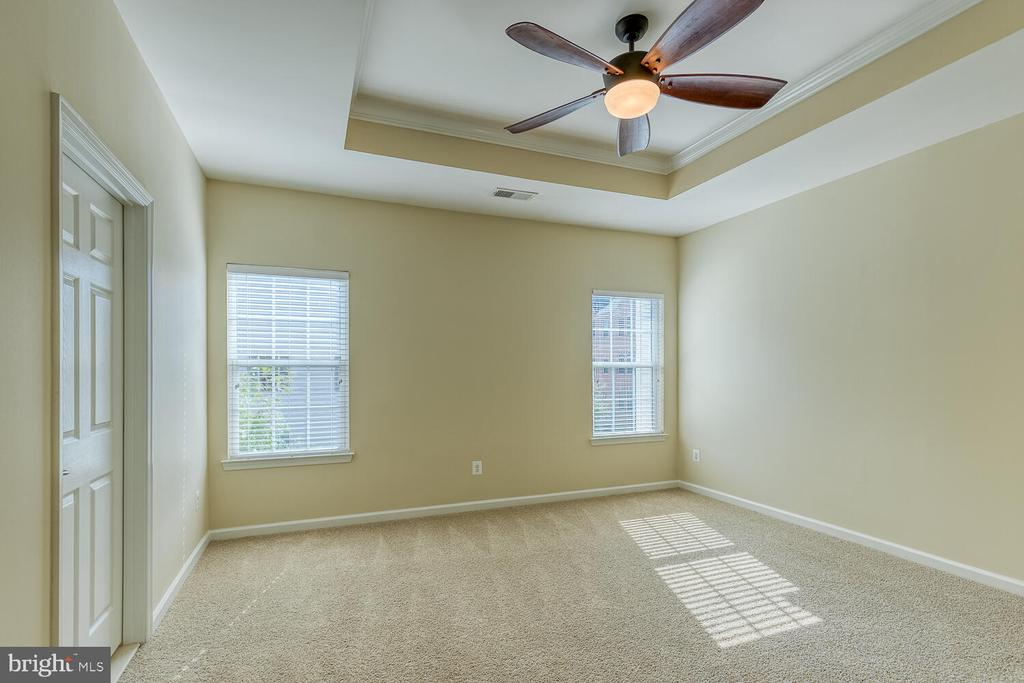 Primary bedroom with tray ceiling - 2285 MERSEYSIDE DR, WOODBRIDGE