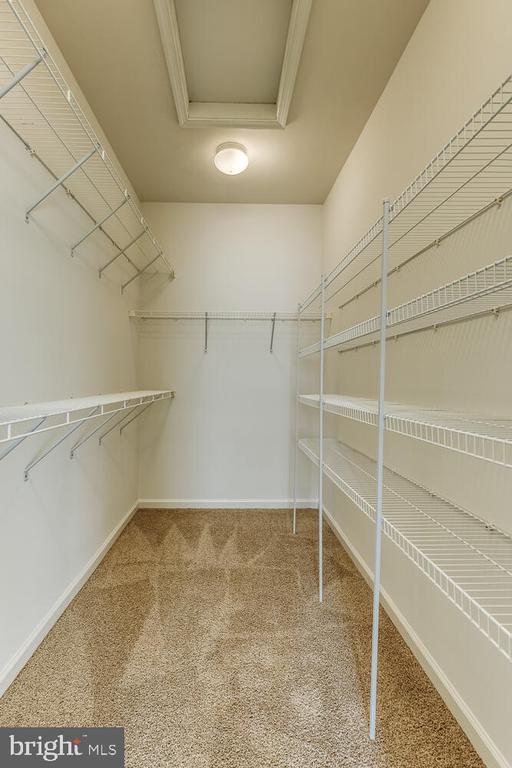Primary bedroom walk-in closet - 2285 MERSEYSIDE DR, WOODBRIDGE