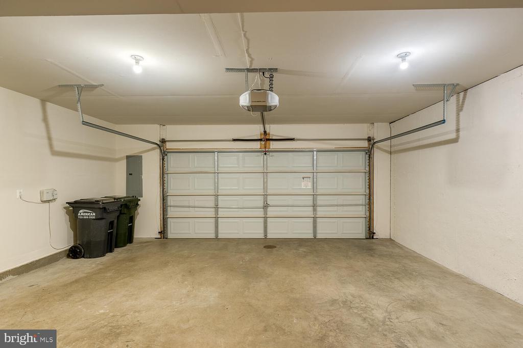 2-car garage with additional space for storage - 2285 MERSEYSIDE DR, WOODBRIDGE