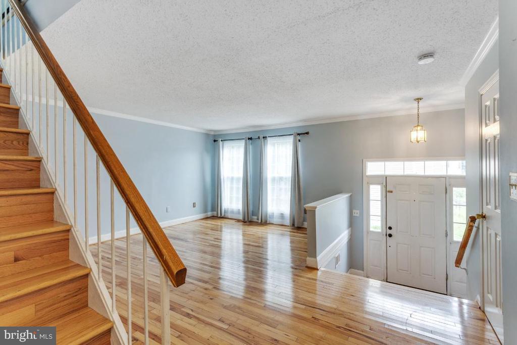 Living Room - 14712 MCKNEW RD, BURTONSVILLE