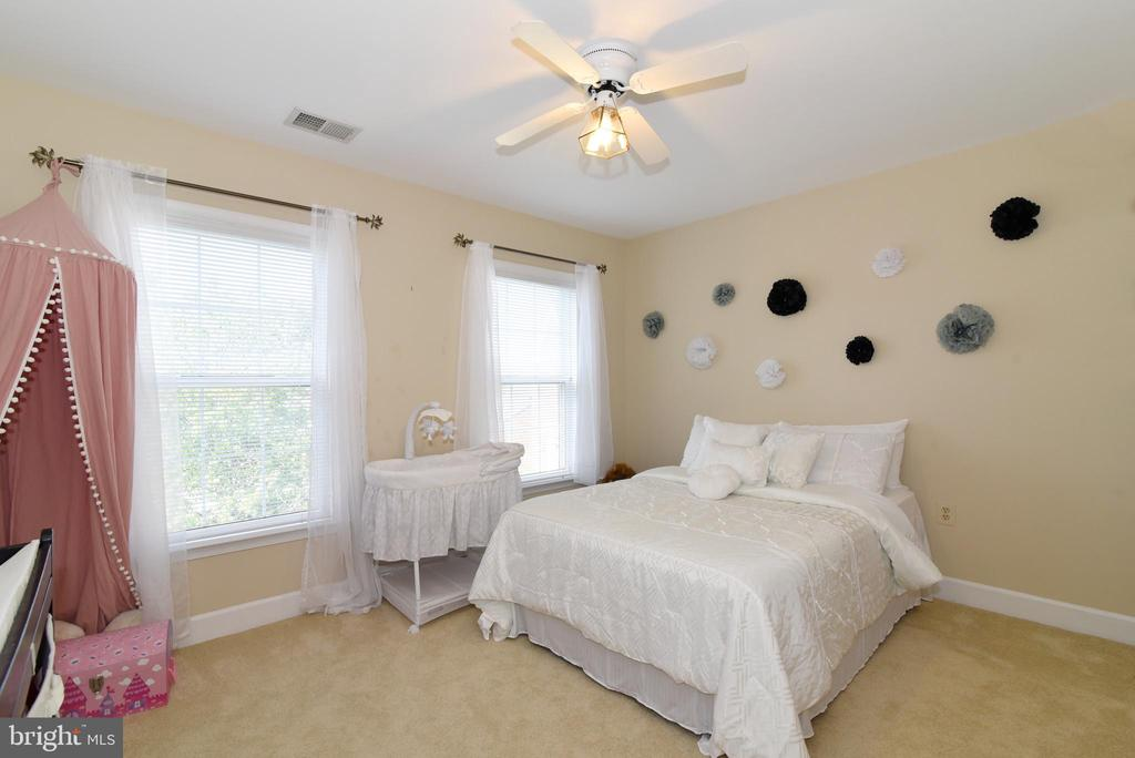 Bedroom Two with walk-in closet - 21320 COMUS CT, ASHBURN