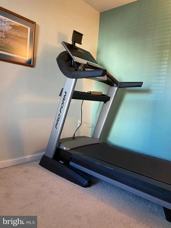 Bonus room!!!  Exercise, office, sunroom ..... - 8800 TANGLEWOOD LN #NONE, MANASSAS