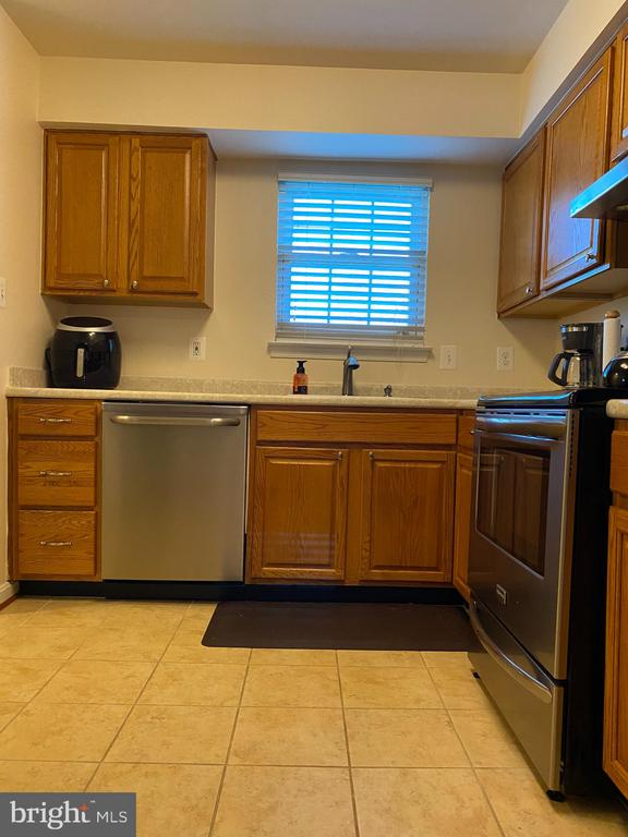Kitchen with abundance of light and cabinetry - 8800 TANGLEWOOD LN #NONE, MANASSAS