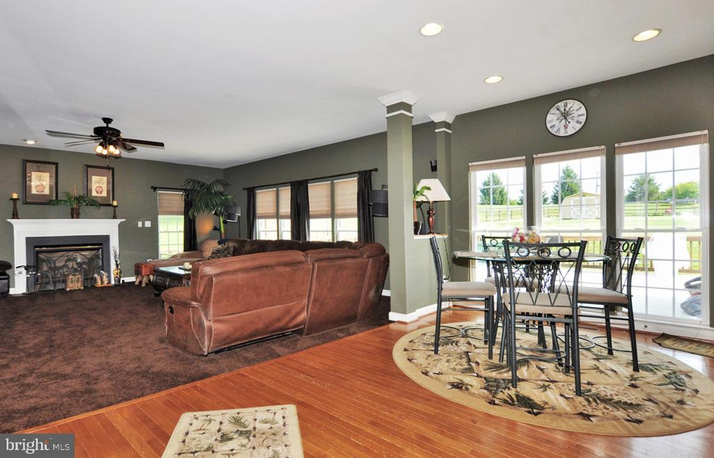 Access to deck, family rm & Florida room from kit. - 15305 LIONS DEN RD, BURTONSVILLE