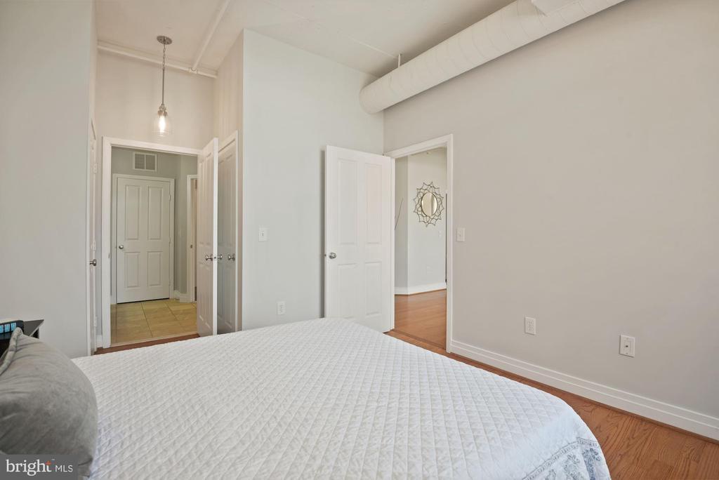 Spacious bedroom - 1205 N GARFIELD ST #408, ARLINGTON