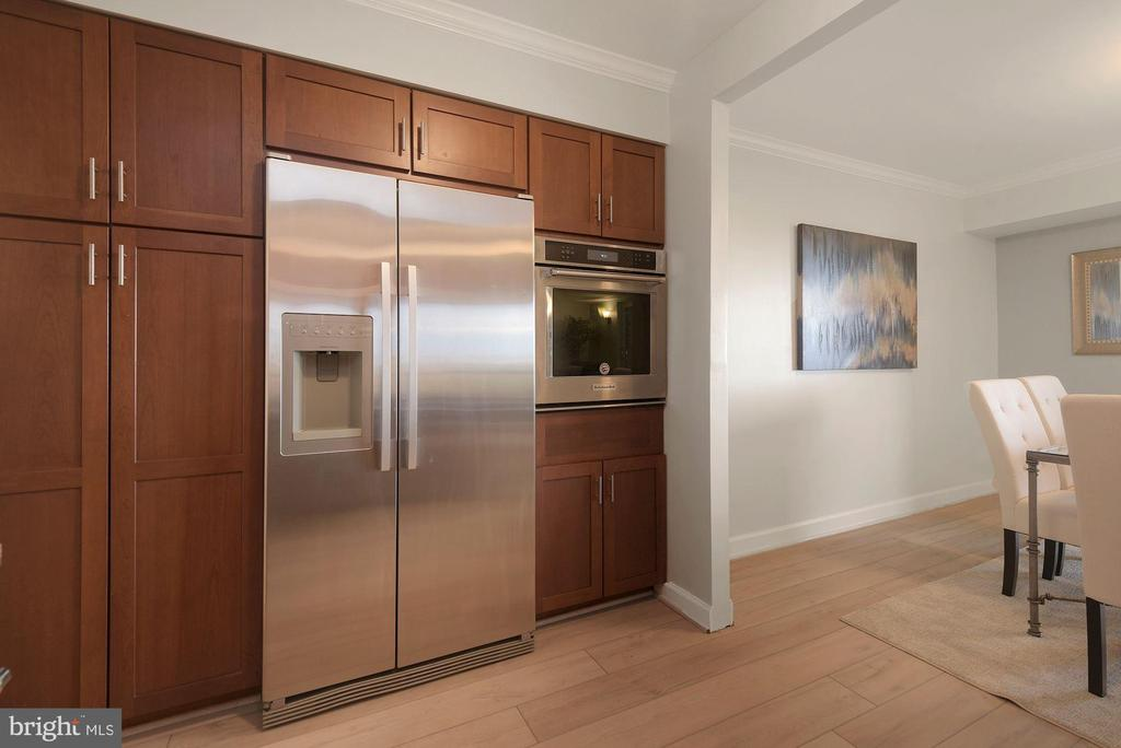 Newer KitchenAid�wall oven (2019) - 1600 N OAK ST #310, ARLINGTON
