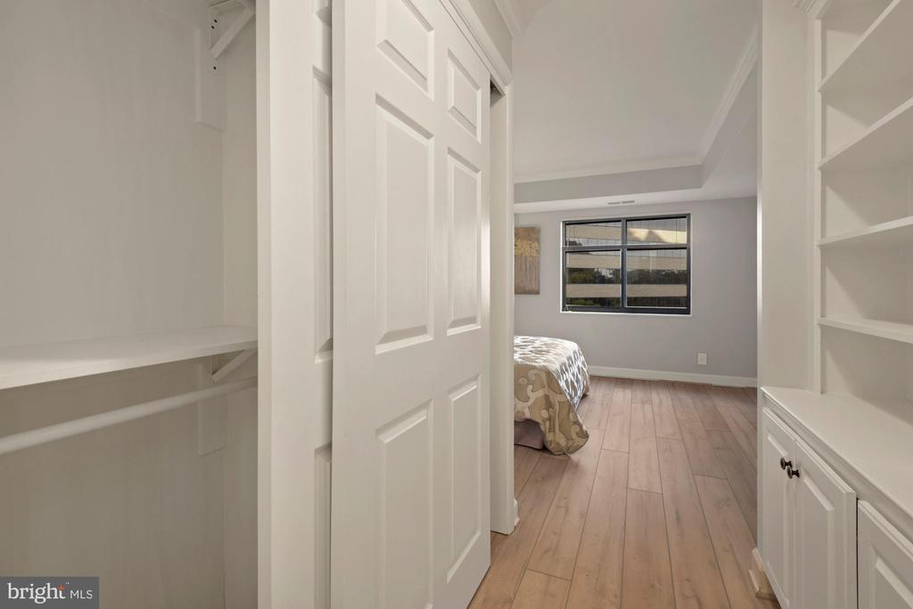 Tons of closet space - 1600 N OAK ST #310, ARLINGTON