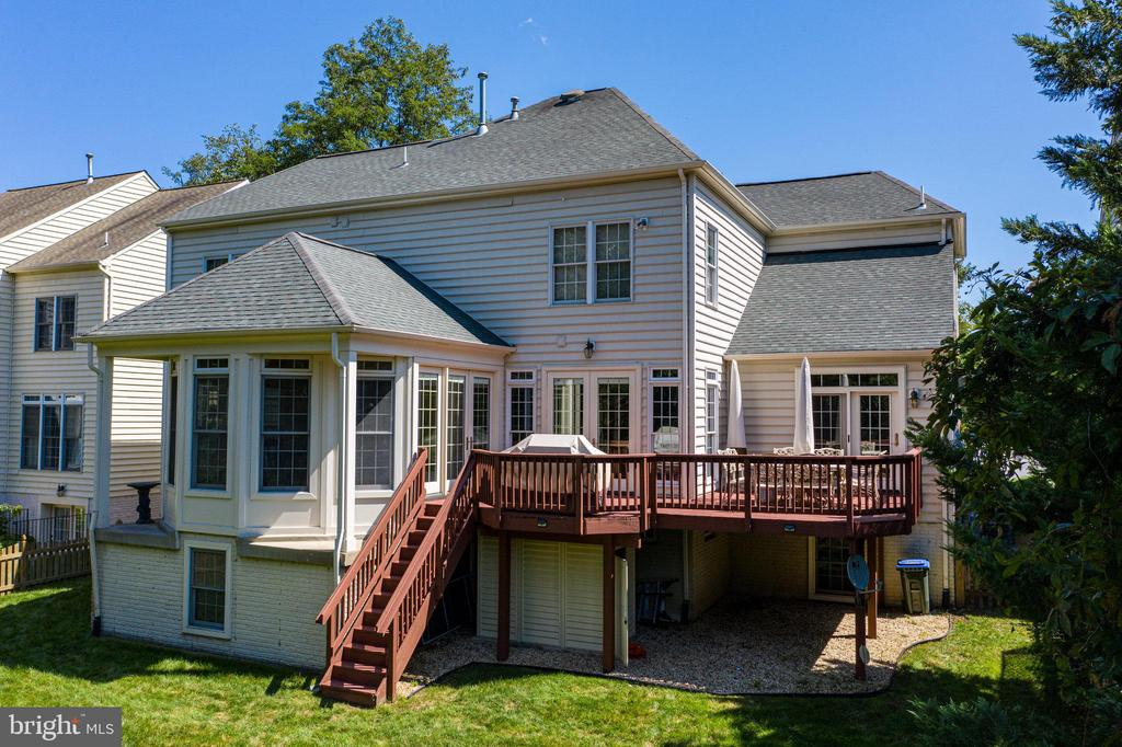 Back of home with a beautiful  deck - 25891 MCKINZIE LN, CHANTILLY