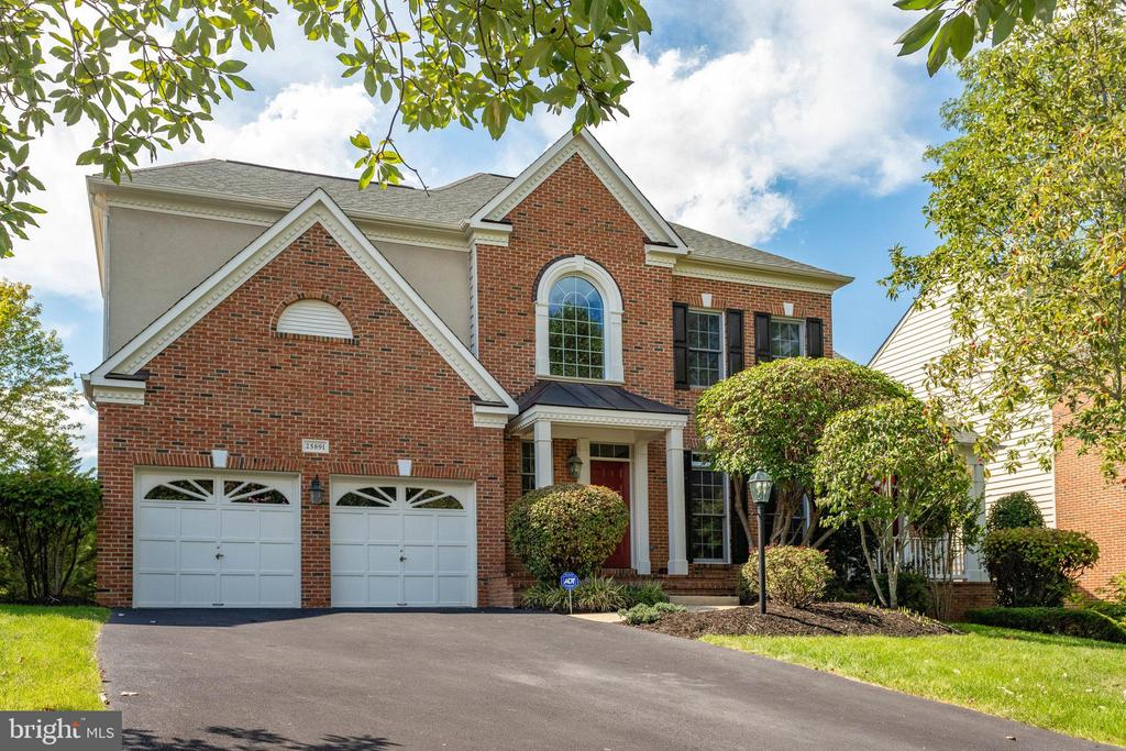 Stately brick-front Colonial - 25891 MCKINZIE LN, CHANTILLY
