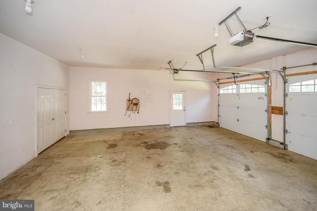 Oversized garage with additional storage - 12812 ORANGE PLANK RD, LOCUST GROVE