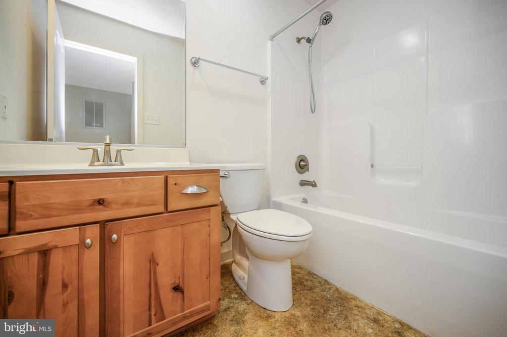 Full bath in bedroom #4 - 12812 ORANGE PLANK RD, LOCUST GROVE