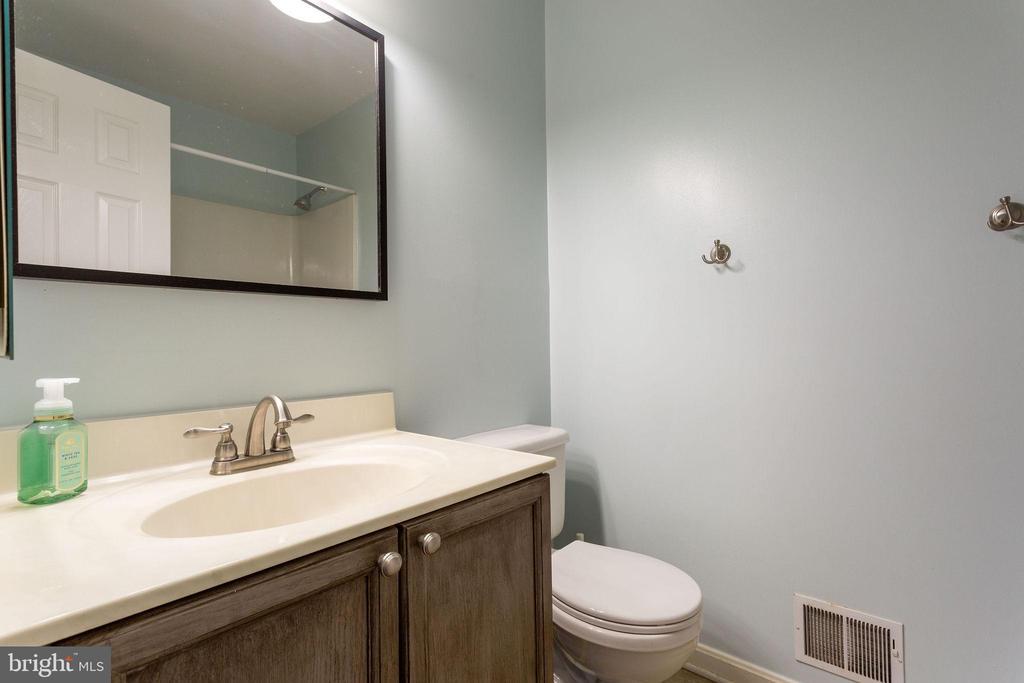 Guest Bath on Second Floor - 100 MOSER CIR, THURMONT
