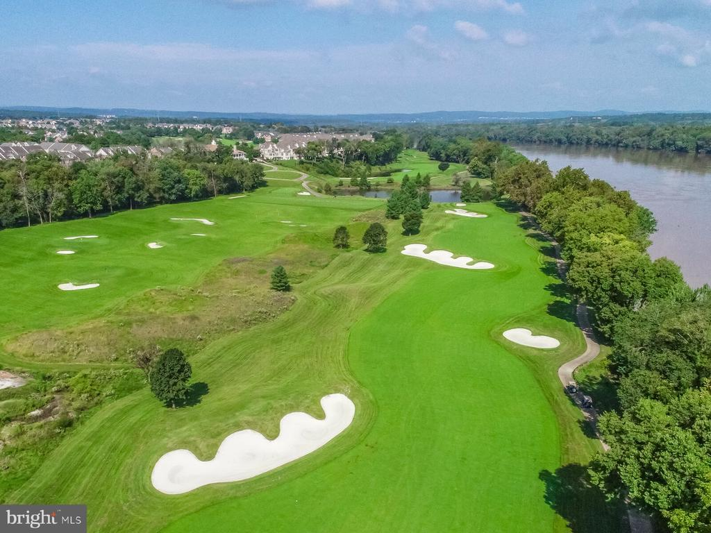 Located on 18th fairway of champion golf course - 18362 FAIRWAY OAKS SQ, LEESBURG