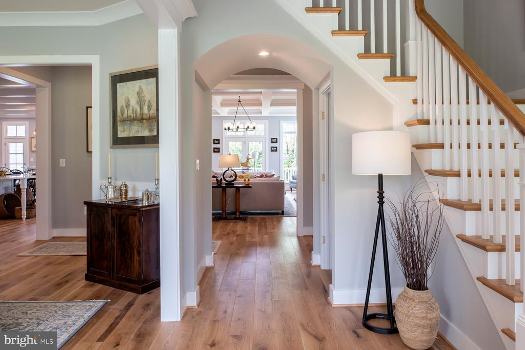 Foyer looking into gallery & family room - 17711 AIRMONT RD, ROUND HILL