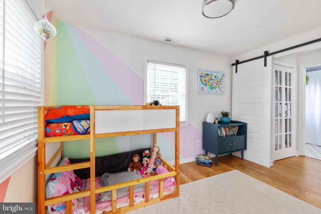 Main Level bathroom bedroom - 127 VIRGINIA AVE, BERRYVILLE