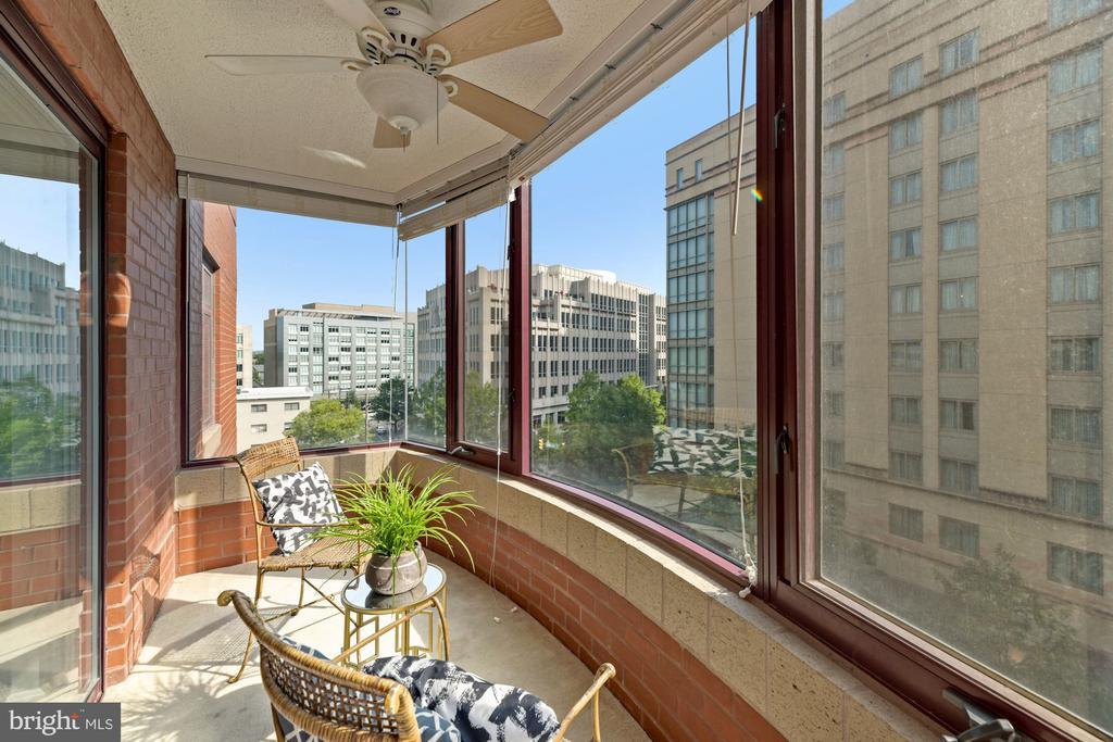 Enclosed balcony sunroom - 2400 CLARENDON BLVD #505, ARLINGTON