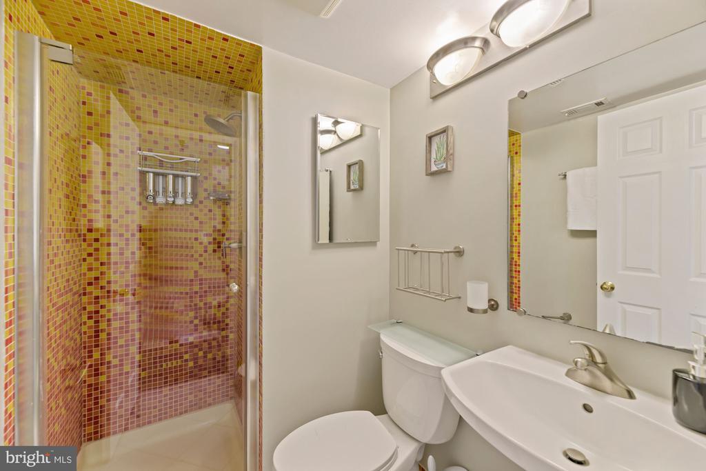 Second full bath - 2400 CLARENDON BLVD #505, ARLINGTON
