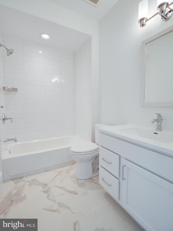 Upper level Bathroom #4 - 635 FREDERICK ST SW, VIENNA