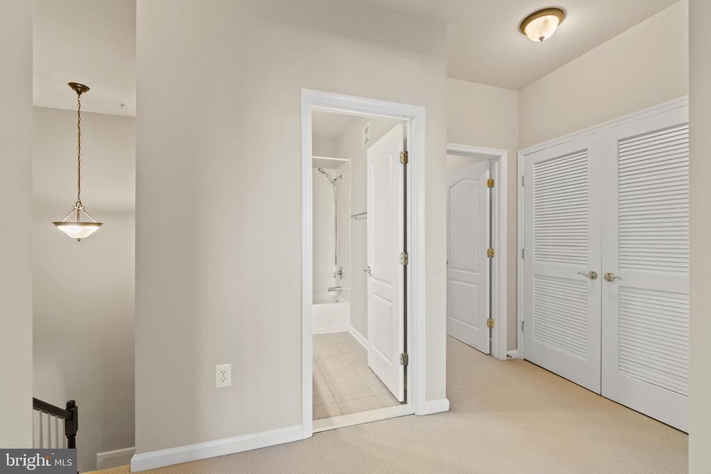 Upstairs Hallway - 19406 COPPERMINE SQ, LEESBURG
