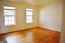 Hardwood floors in living room area - 107 PARKSIDE DR, WINCHESTER
