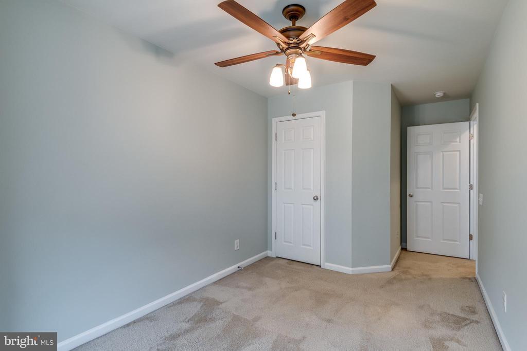 Upper Level 3rd Bedoom w/Ceiling Fan and Closet - 42660 NEW DAWN TER, BRAMBLETON