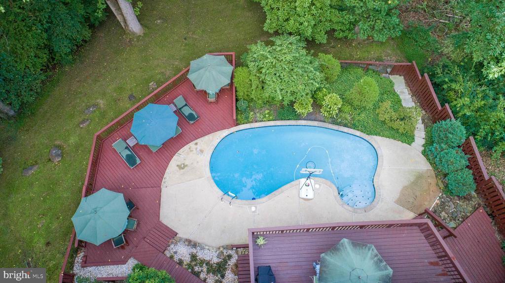 Aerial of rear hardscape, decking, & open space - 10722 CROSS SCHOOL RD, RESTON